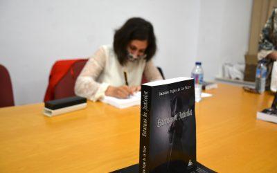 """Presentación del libro """"Estatuas de Anticolat"""" por la escritora Sandra Rojas de la Torre"""