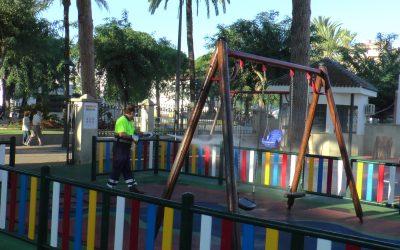 El alcalde recuerda que la Junta no ordena el cierre de parques infantiles, aunque sí medidas para evitar contagios