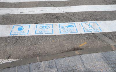 El Ayuntamiento instala pictogramas de seguridad en los pasos de peatones