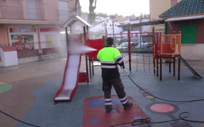 Los parques infantiles del municipio, dentro del repaso diario del plan de desinfección