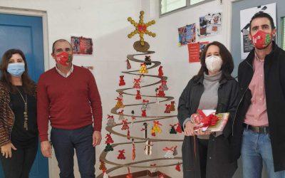 Entregados los premio del árbol de Navidad reciclado