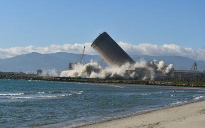 Realizada la voladura del silo cercano a Guadarranque, en una operación limpia y sin problemas