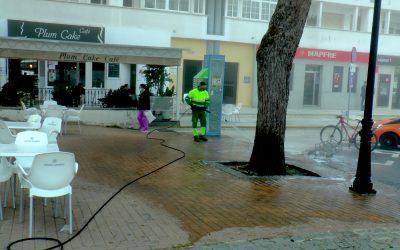 El operativo encargado de la desinfección, también por las inmediaciones de cafeterías y bares