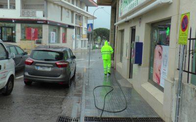 Sigue en marcha el operativo de limpieza y desinfección de espacios públicos de todo el municipio