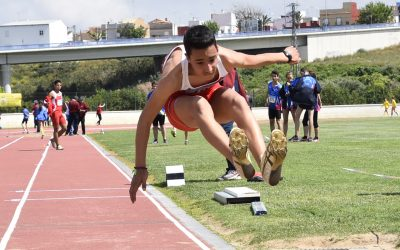El atleta sanroqueño Andrés Santos logra la mínima para el andaluz de triple salto