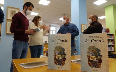"""La Red de Bibliotecas recibe una donación de ejemplares de """"Al Candil"""", de Alfredo Valencia"""