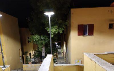 Instalan nuevo mobiliario urbano y luces led en Guadiaro