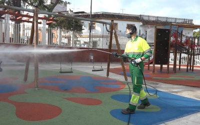 Espacios públicos concurridos, sometidos a una intensa limpieza y desinfección