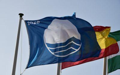 Dos playas sanroqueñas distinguidas con bandera azul, que también revalida el Aula del Pinar del Rey