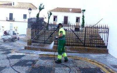 Se mantiene el operativo de limpieza y desinfección diaria de espacios públicos de todo el municipio