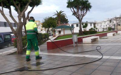 Prosigue la limpieza y desinfección por espacios muy concurridos en el municipio