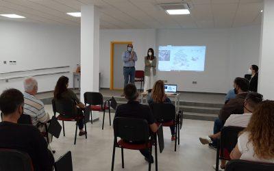 Reunión con los comerciantes de Torreguadiaro para informarles del nuevo edificio Multiusos