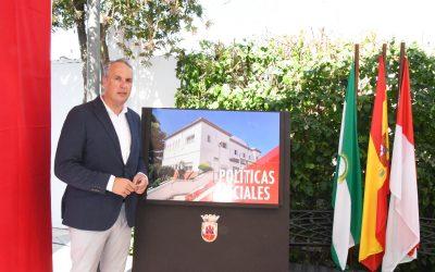 Ruiz Boix elige el Edificio de Servicios Sociales para hacer balance de su último año y de su década de mandato