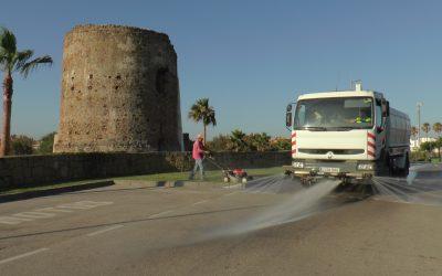 """Limpieza de choque en Torreguadiaro durante la segunda jornada de la campaña """"Cuida San Roque, es tuya"""""""