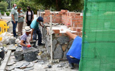Instalación de barbacoas y fregaderos en el área recreativa de la barriada de Guadarranque