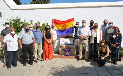 Ofrenda floral con motivo del Día de Recuerdo de las Víctimas del Golpe Militar y la Dictadura franquista