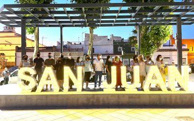 Fiestas instala en Taraguilla un letrero luminoso para recordar la celebración de San Juan en la barriada