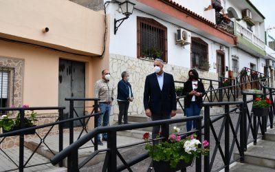 Visita de inspección a la calle Jardines de Taraguilla, donde se han realizado distintas labores de mejora