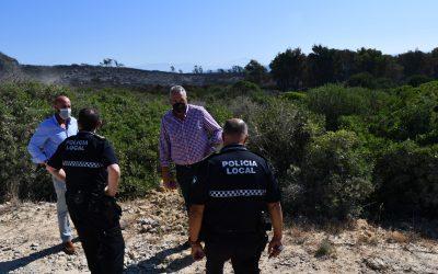 Cerrada la playa de Alcaidesa-El Faro por un incendio