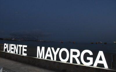 Inauguran en Puente Mayorga letras de la barriada iluminadas