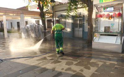 El plan de desinfección municipal continúa su trabajo por plazas y zonas comerciales