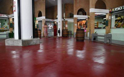 Mejora del suelo del Mercado Diego Ponce, al que se ha aplicado un tratamiento antideslizante