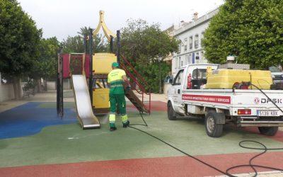 Limpieza Viaria realiza un nuevo repaso a parques infantiles y otros lugares concurridos